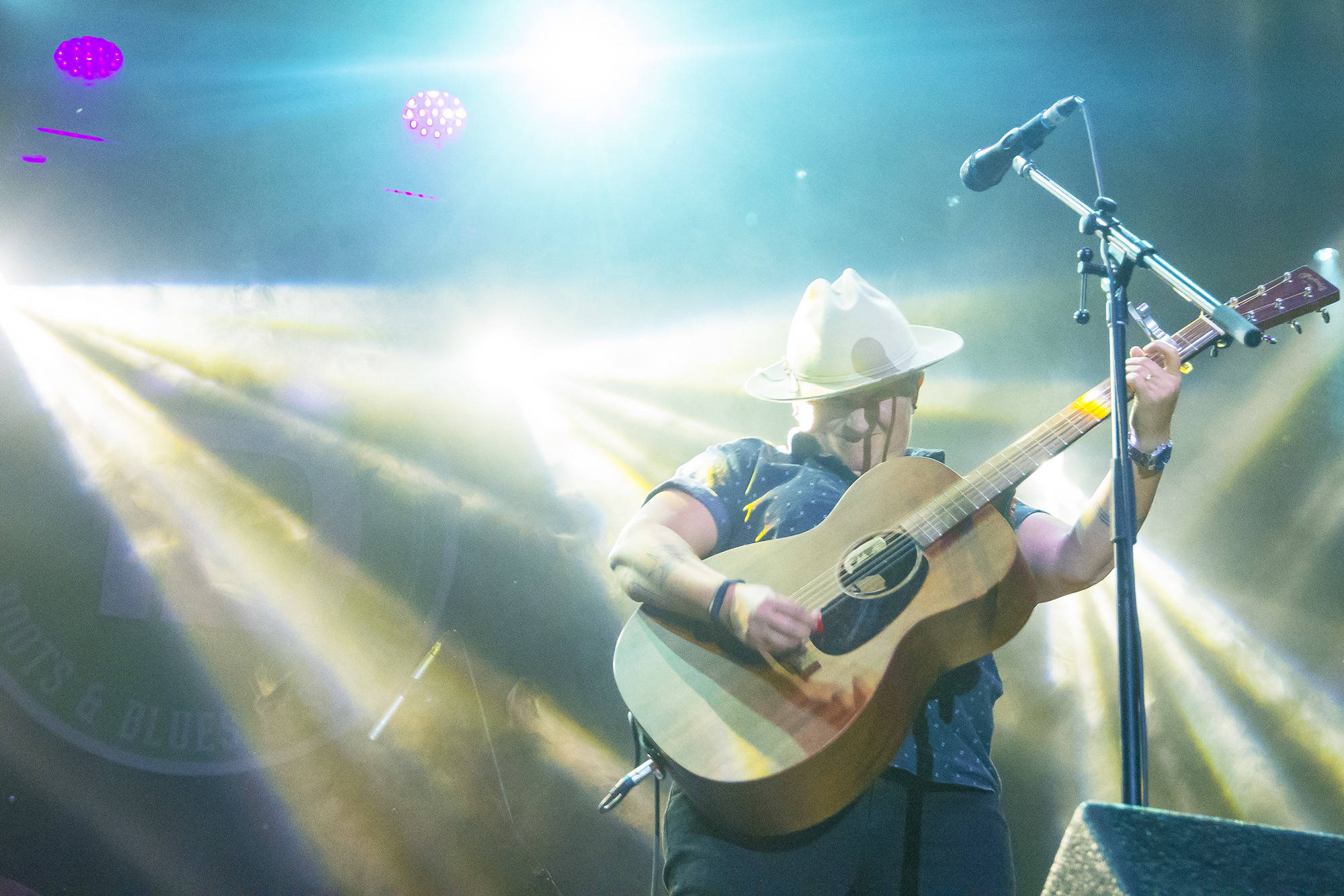 Irish Mythen closes the Roots and Blues Festival's main stage down for the weekend with an hour long set of emotionally evocative songs on Sunday, Aug. 18. (Jim Elliot/Salmon Arm Observer)