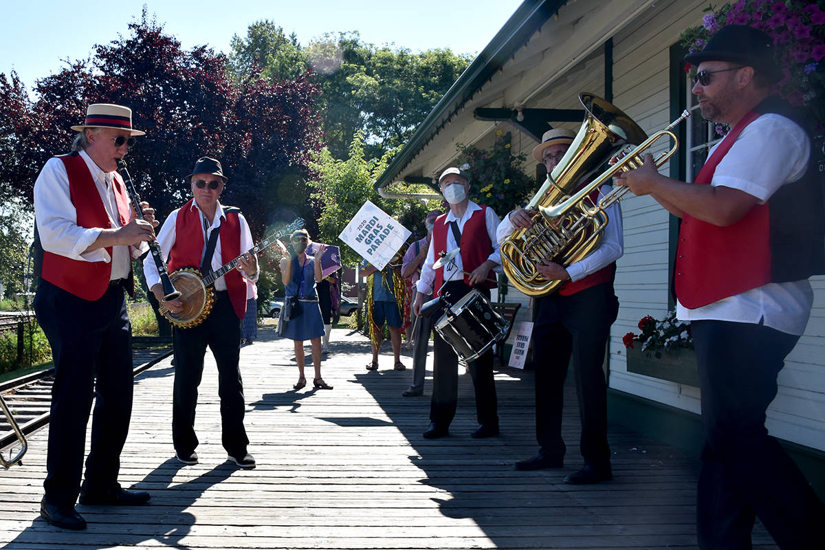 VIDEO: Langley jazz enthusiasts stroll around town Mardi Gras style