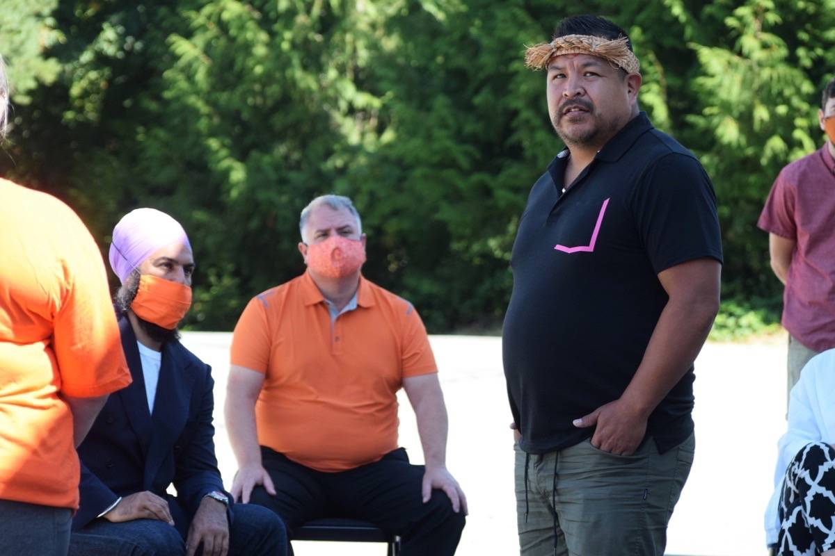 Ed Ross, from Tseshaht First Nation, speaks to Jagmeet Singh during his visit to the Alberni Valley on Sunday, Aug. 16. (ELENA RARDON / ALBERNI VALLEY NEWS)