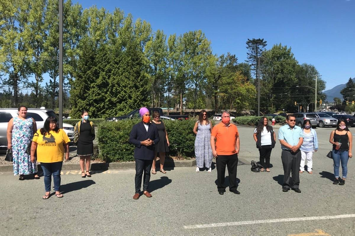 Jagmeet Singh takes a photo with Chantel Moore's friends and family and local Indigenous leaders outside of the Best Western Plus Barclay Hotel on Sunday, Aug. 16. (ELENA RARDON / ALBERNI VALLEY NEWS)