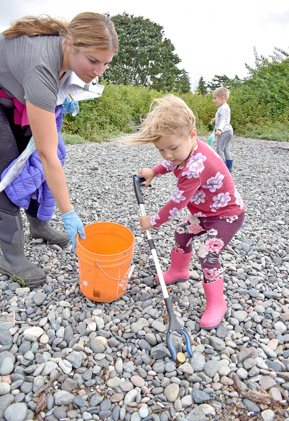 Leanna Wurz, 3, picks up a bottle cap during an Aug. 20 Great Canadian Shoreline Cleanup effort organized by her mom, Rachel. (Tracy Holmes photo)