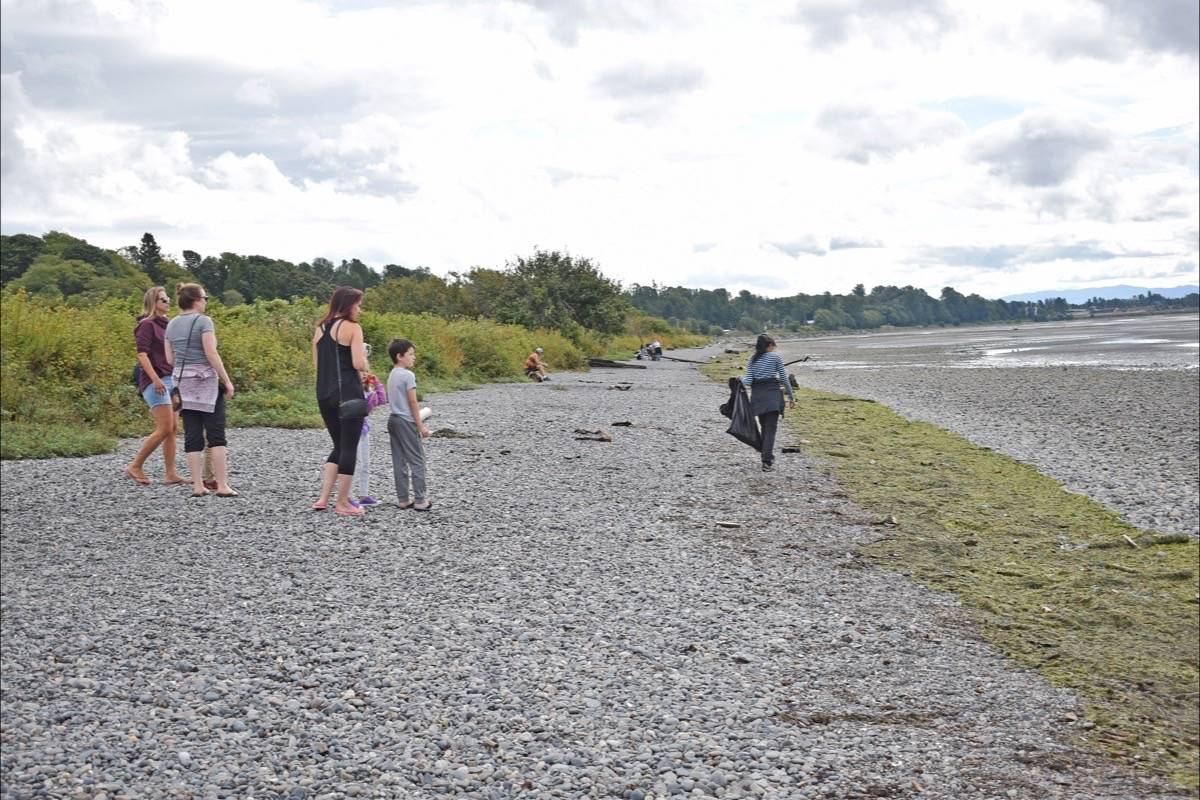 Mia Pedersen (right) looks for garbage along East Beach Thursday (Aug. 20) during a Great Canadian Shoreline Cleanup event organized by Rachel Wurz. (Tracy Holmes photo)