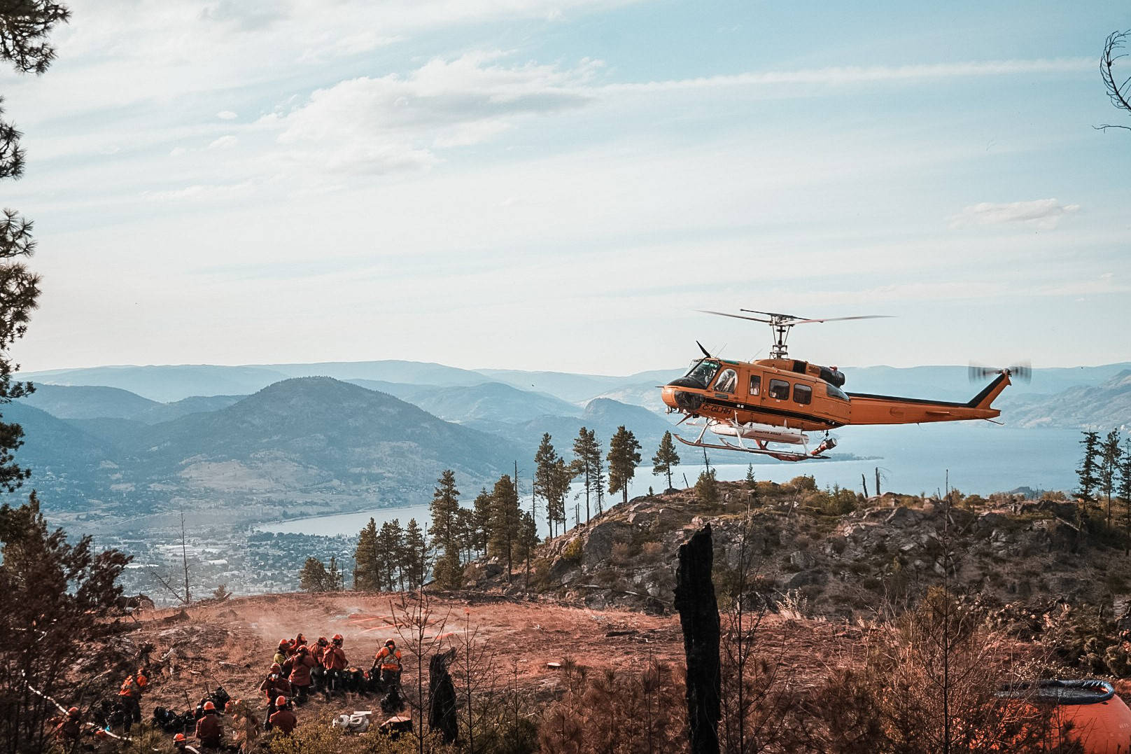 A helicopter flies near the Christie Mountain wildfire near Penticton. (BC Wildfire Service)