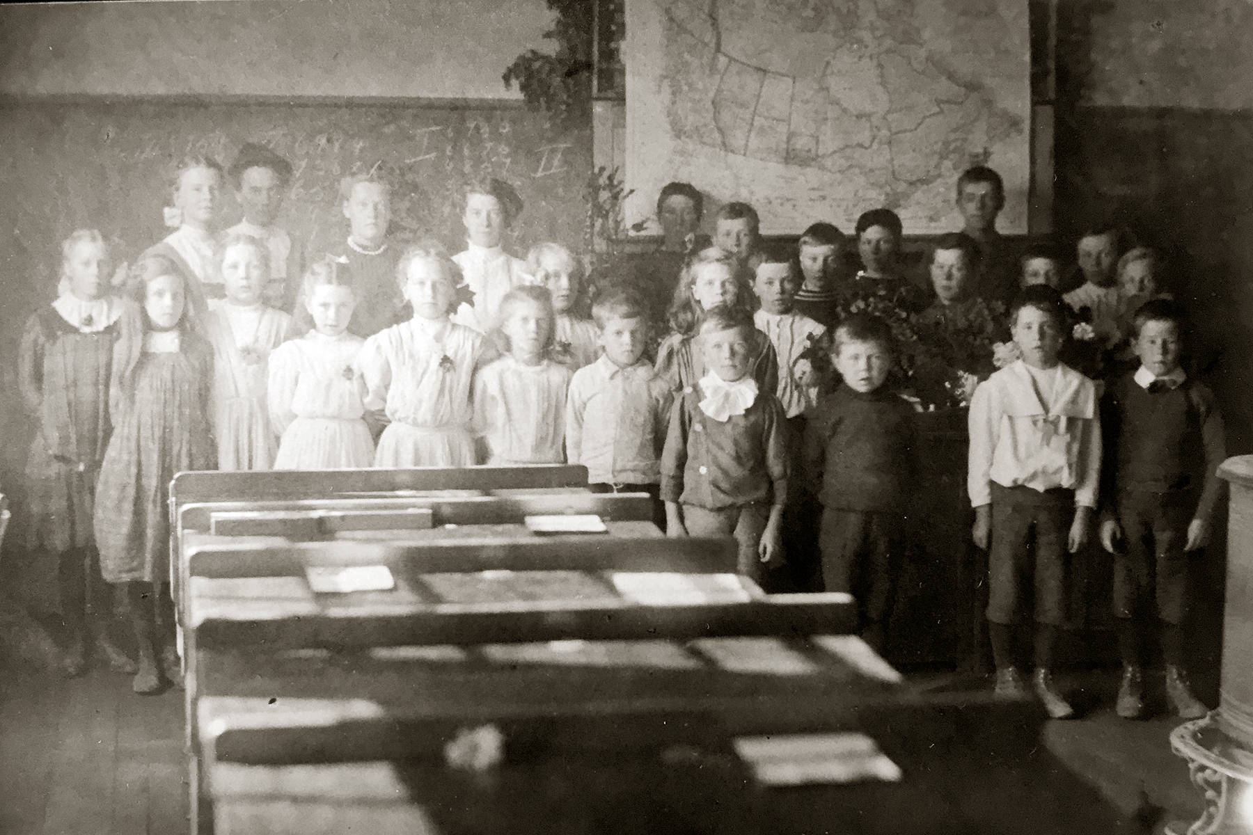 In 1909 students in Garnet Valley near Summerland attended a school in their area. Their teacher was Miss Ballantyne. (Photo courtesy of the Summerland Museum)