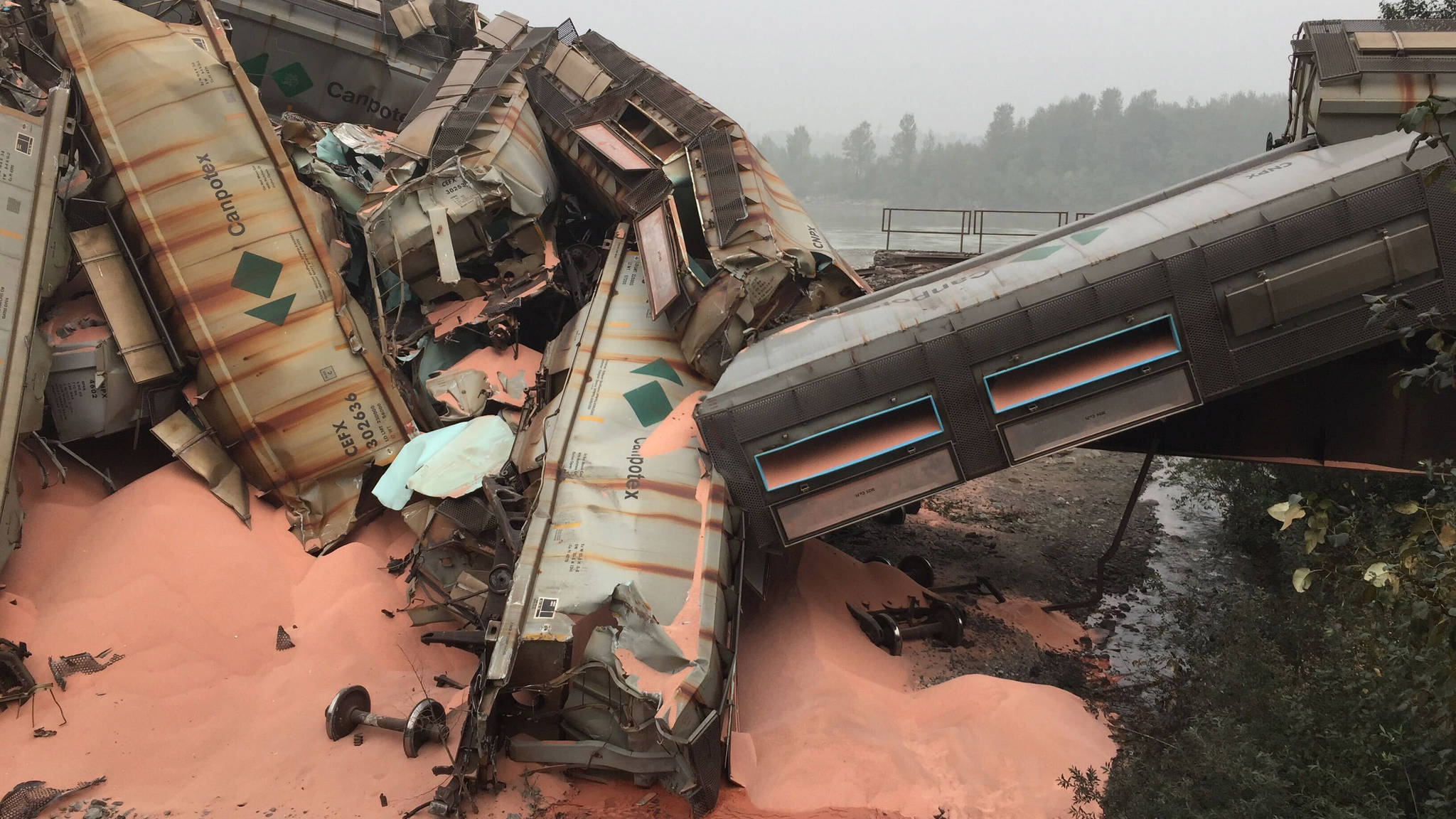 Crews are working to clean up a CN Rail derailment near Hope involving 20 rail cars carrying potash. (Emelie Peacock/Hope Standard)