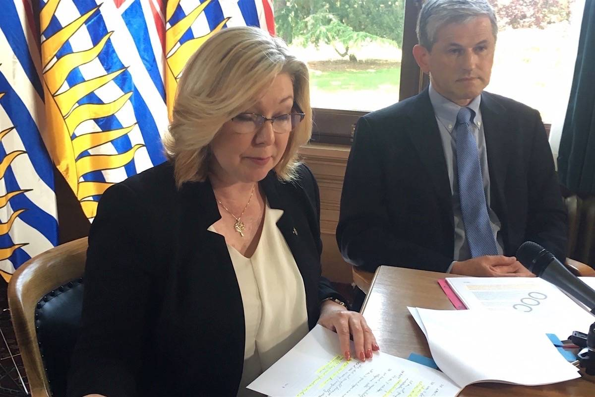B.C. Liberal house leader Mary Polak and leader Andrew Wilkinson describe meeting with Speaker Darryl Plecas at B.C. legislature, May 30, 2019. (Tom Fletcher/Black Press Media)