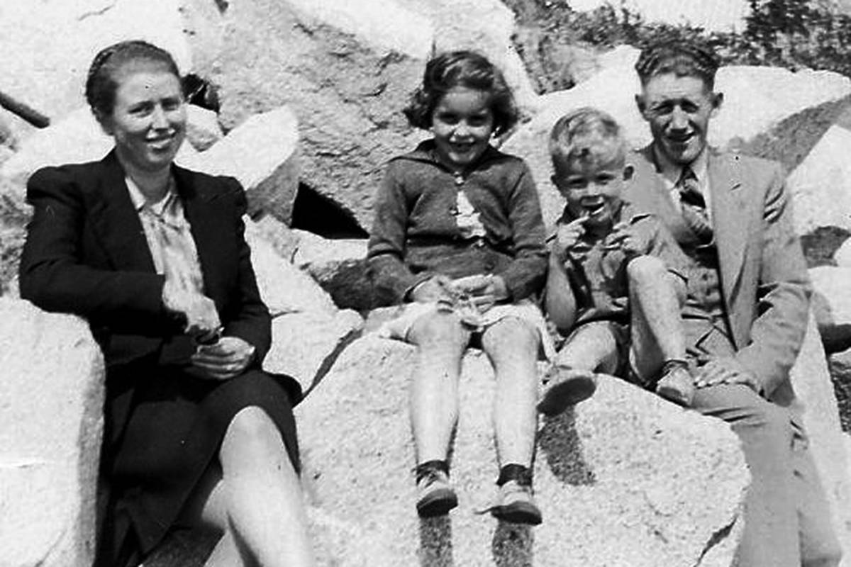Mary and Bill Davies with their niece and nephew at White Rock. (family photo)