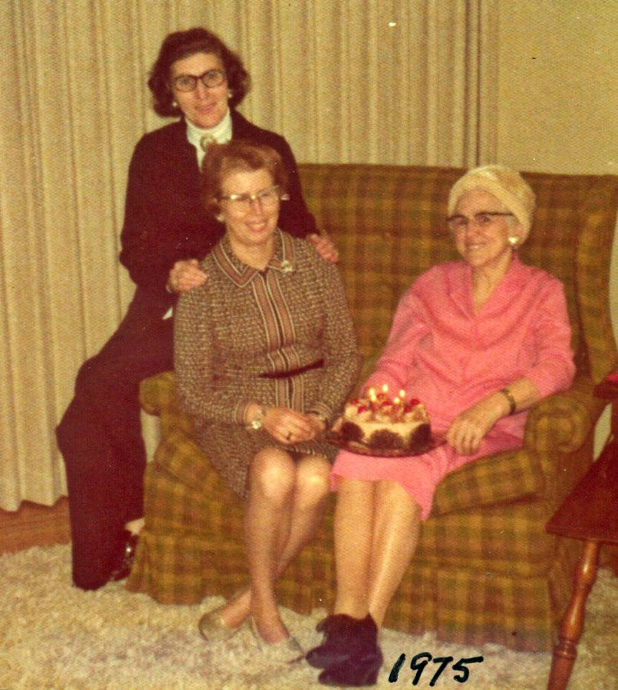 Elizabeth and Mary with their mother Mabel. (family photo)