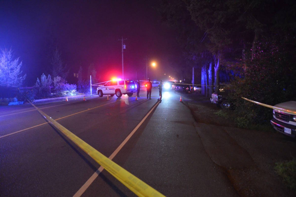 .Mounties have 200th Street in South Langley shut down after what could have been a police-involved shooting on Wednesday night, Oct. 7, 2020. (Curtis Kreklau/South Fraser News Services)