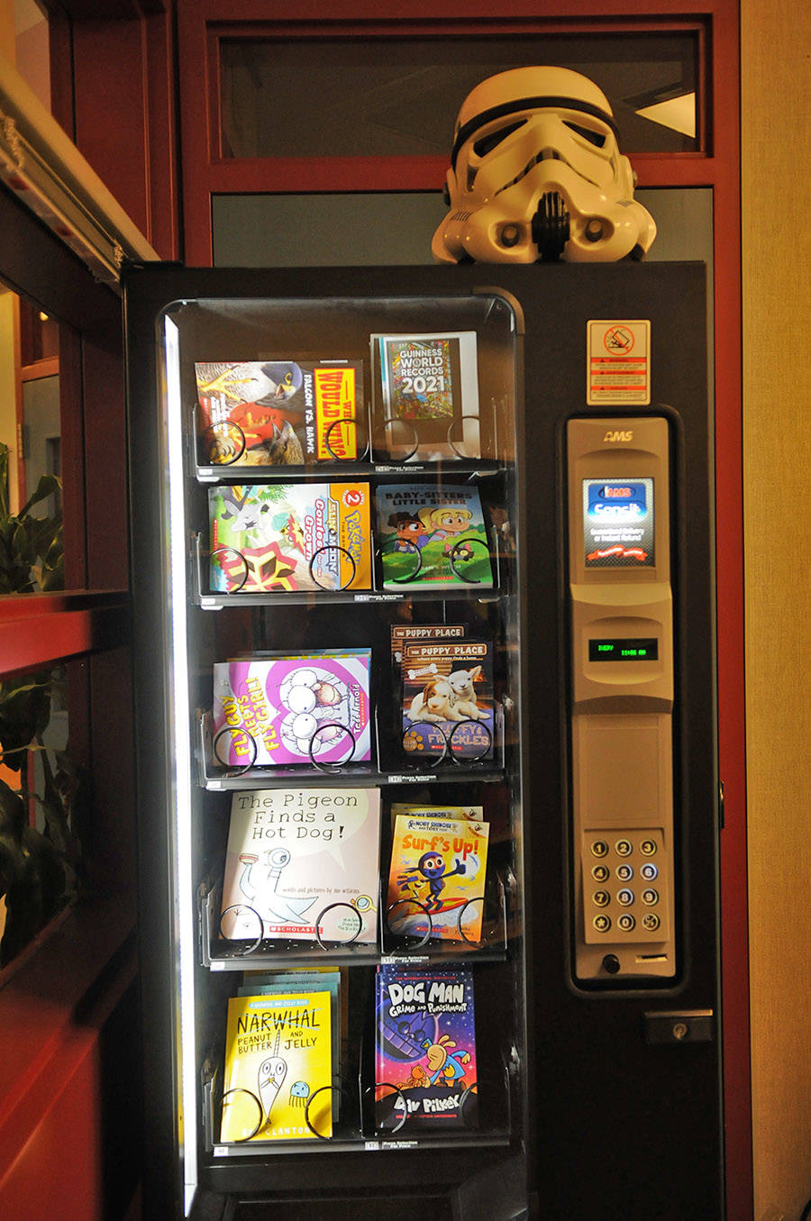 Unsworth elementary recently got this book vending machine which is located in the school's library. (Jenna Hauck/ Chilliwack Progress)