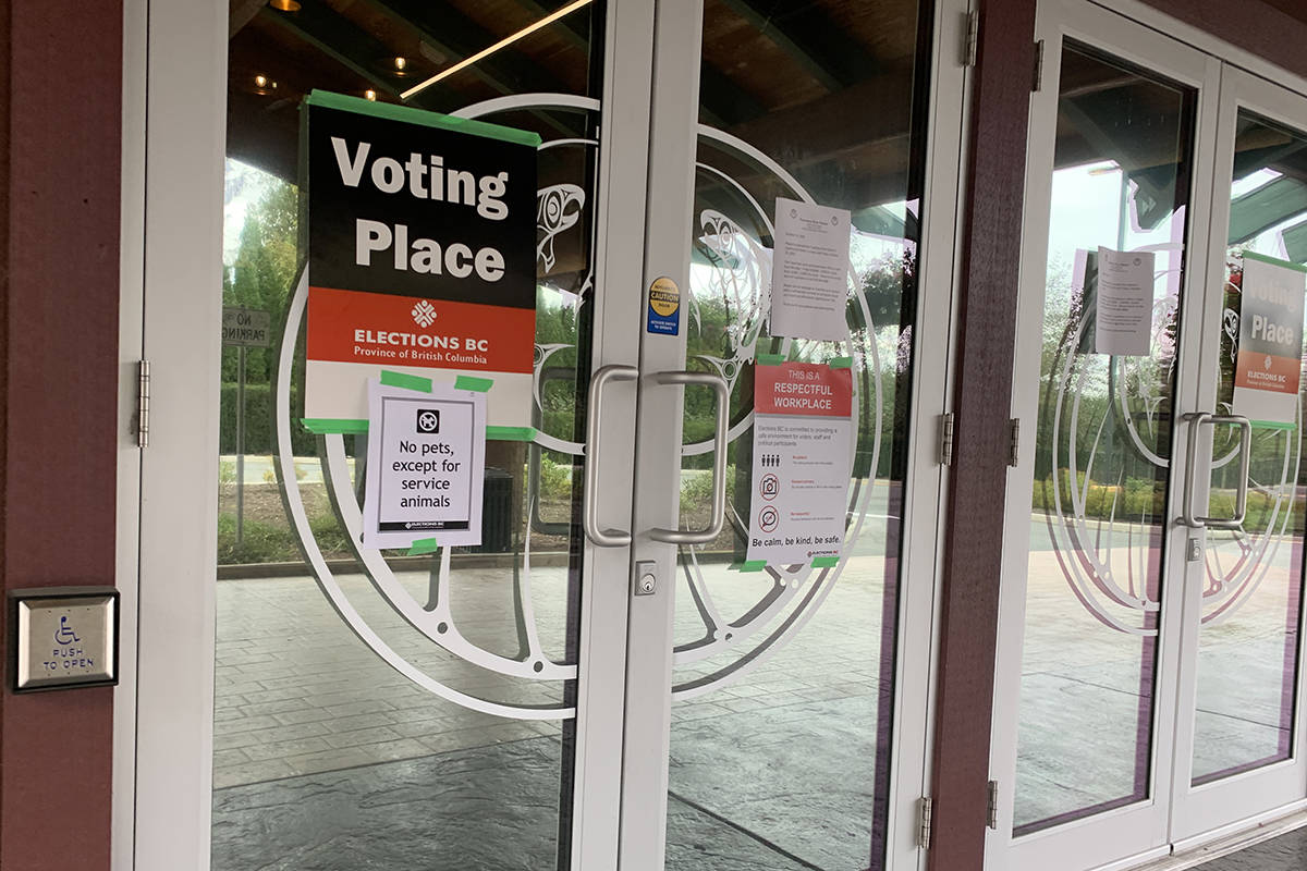 Voting station at Tzeachten Hall in the riding of Chilliwack-Kent on the first day of advance voting in the provincial election on Oct. 15, 2020. (Paul Henderson/ Chilliwack Progress)