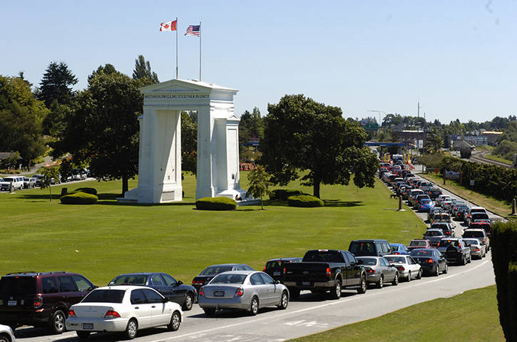 U.S. border officers at the Peace Arch crossing arrested two men on California warrants this week. (File photo)