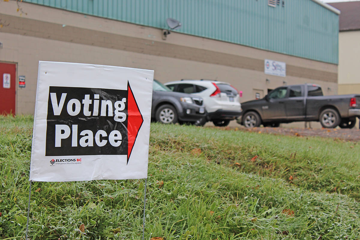 An Elections BC sign directs voters to the advance polling station at the Smithers Curling Club Oct. 15, 2020. (Thom Barker photo)