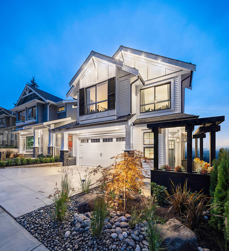 The exteriors of the homes at Bridal Ridge pay tribute to their spectacular natural environment and include rich accents of wood, stone and shingles, creating a warm and welcoming feel.