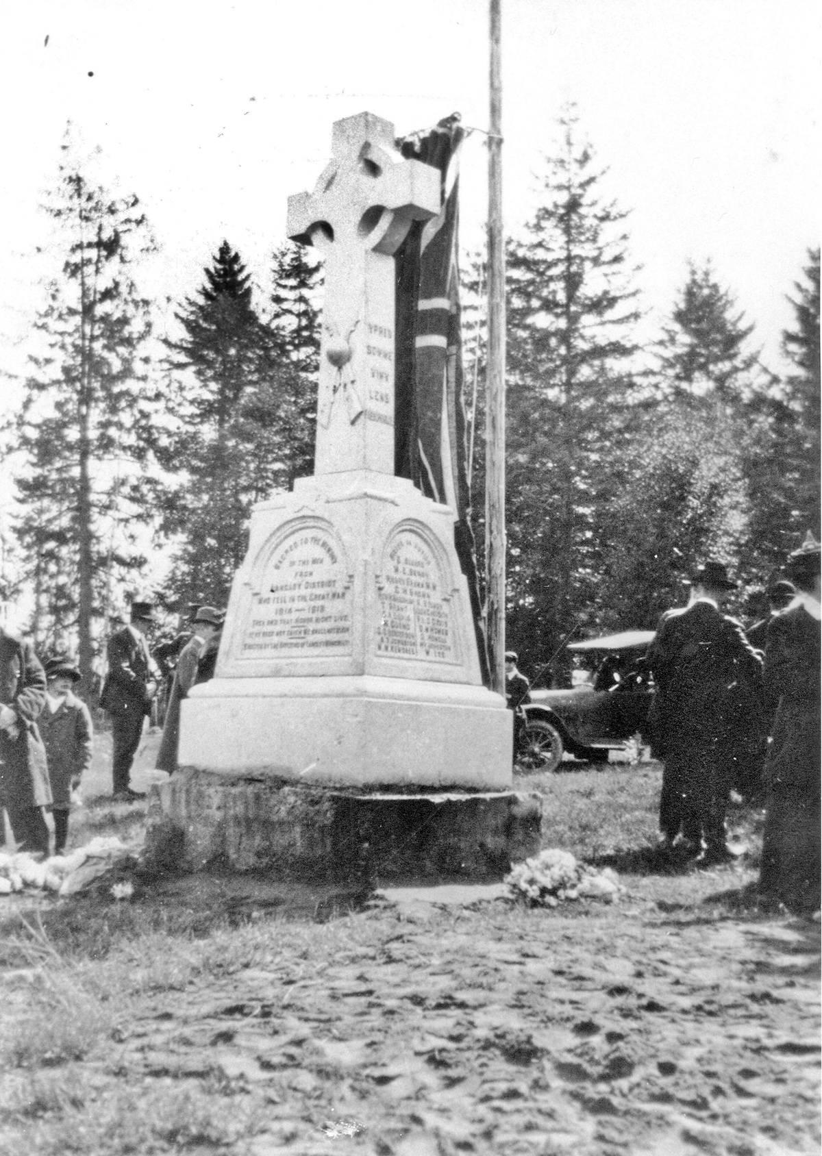 Unveiling of Murrayville's War Memorial in September 1920.
