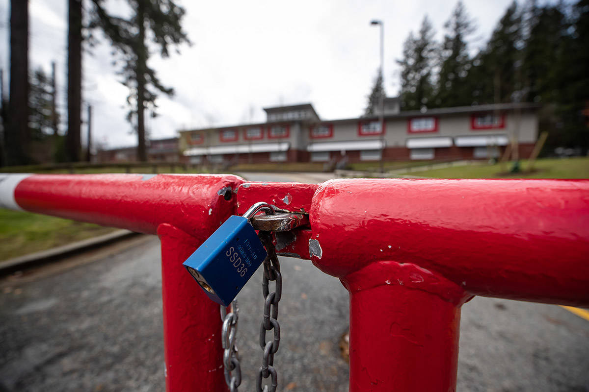 A padlocked gate is seen outside Cambridge Elementary School, which was ordered closed for two weeks by Fraser Health due to a COVID-19 outbreak, in Surrey, B.C., on Sunday, November 15, 2020. THE CANADIAN PRESS/Darryl Dyck