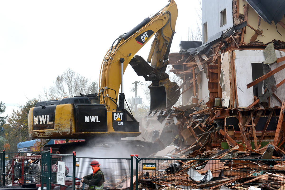 Alder Inn demolition happened on Monday, Nov. 16. (Ryan Uytdewilligen/Aldergrove Star)