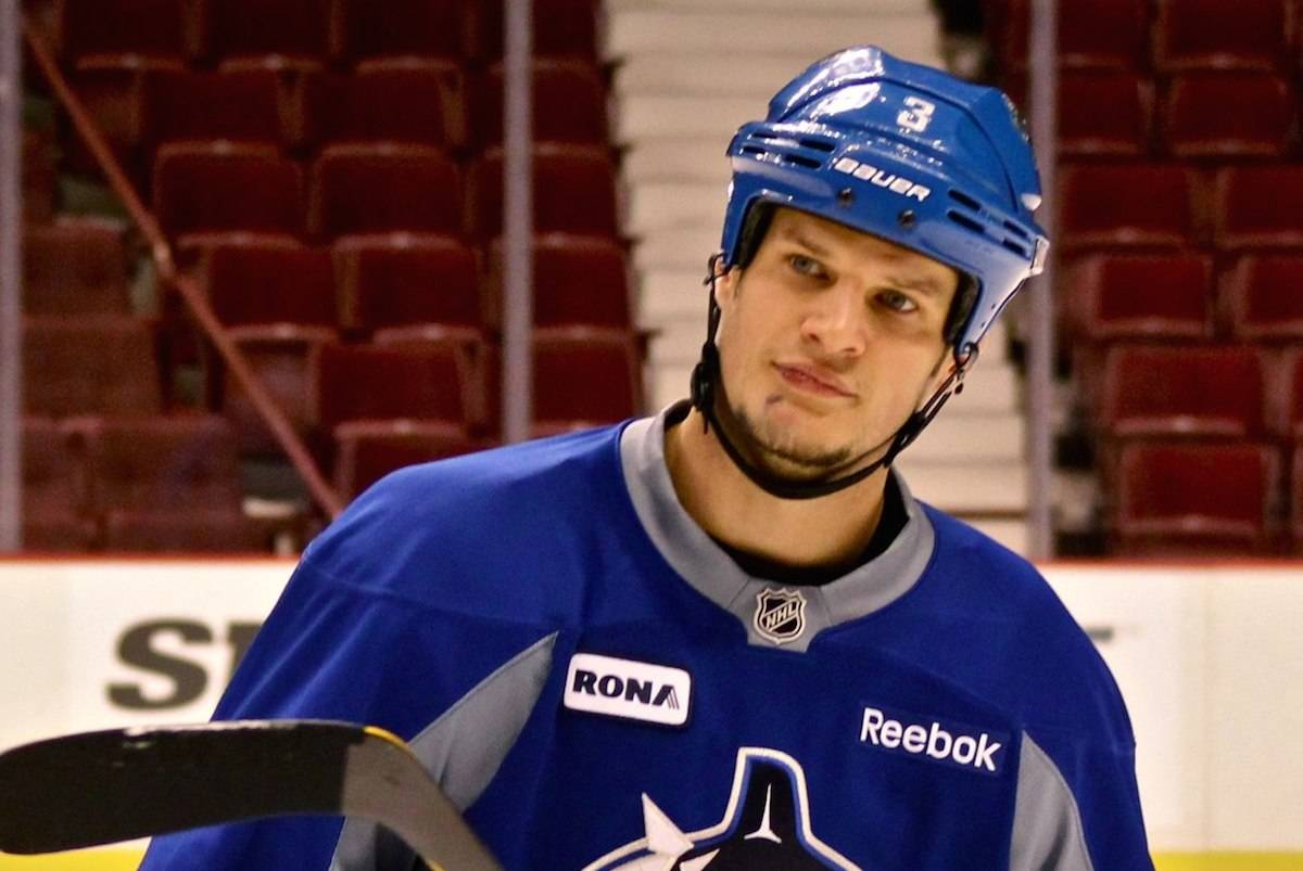 Kevin Bieksa during his days playing with the Vancouver Canucks. (Photo: commons.wikimedia.org)