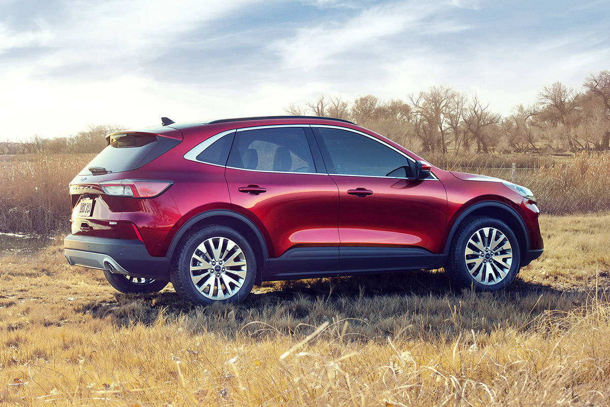 The 2020 Escape standard hybrid targets best-in-class EPA-estimated range of more than 550 miles; the plug-in hybrid targets a best-in-class EPA-estimated pure-electric range of 30+ miles. PHOTO: FORD