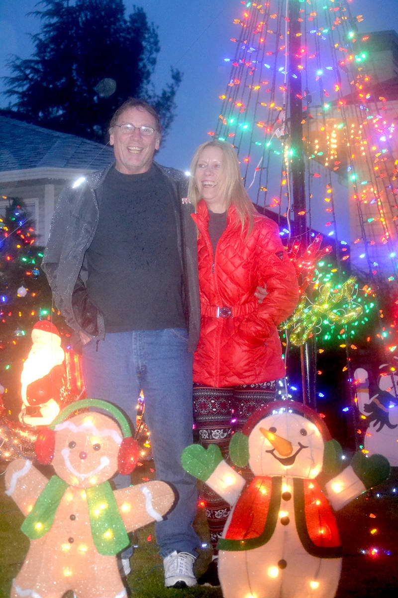 Robin and Michele Girouard's home in Aldergrove, 27079 24a Ave, is decked with lights. (Ryan Uytdewilligen/Aldergrove Star)