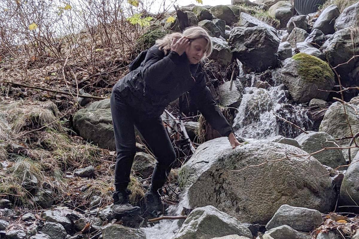 Ewa Kreczman hiking earlier in the hike.