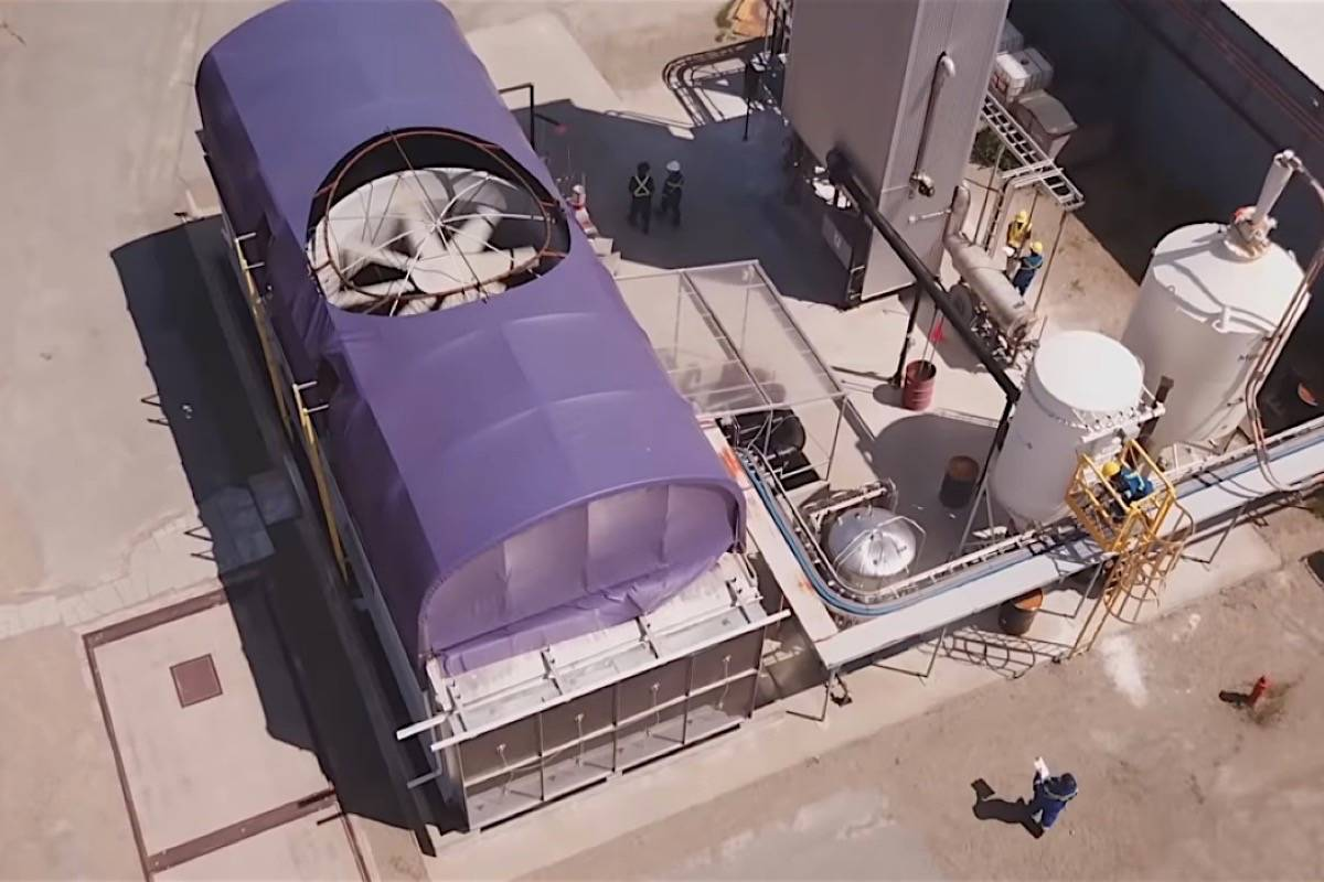 Carbon Engineering's pilot project at Squamish B.C. began in 2018, extracting carbon dioxide from air to convert to liquid fuel. (Carbon Engineering)