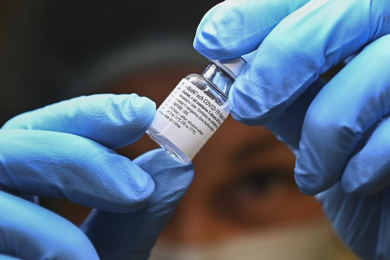 A health-care worker prepares a dose of the Pfizer-BioNTech COVID-19 vaccine at a UHN COVID-19 vaccine clinic in Toronto on Thursday, January 7, 2021. THE CANADIAN PRESS/Nathan Denette