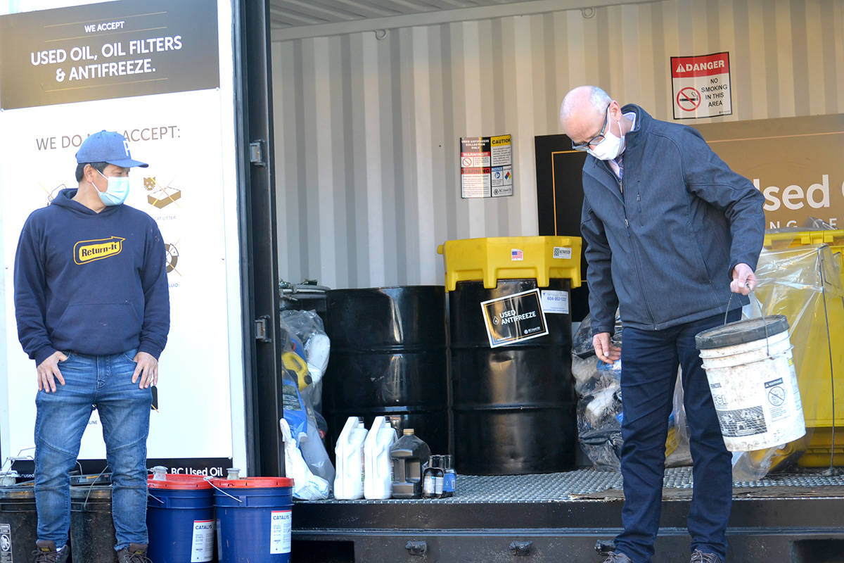 Langley MP Tako van Popta visited Aldergrove's Return-It Depot to commend owner Sung Kim on the oil collection project. (Ryan Uytdewilligen/Aldergrove Star)