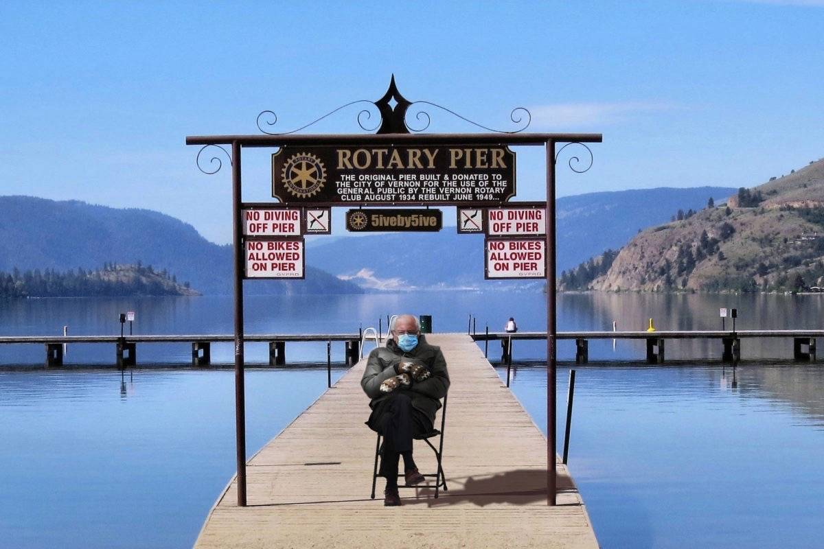 U.S. Senator Bernie Sanders visits Kal Lake in the City of Vernon. (5iveby5ive/Twitter)