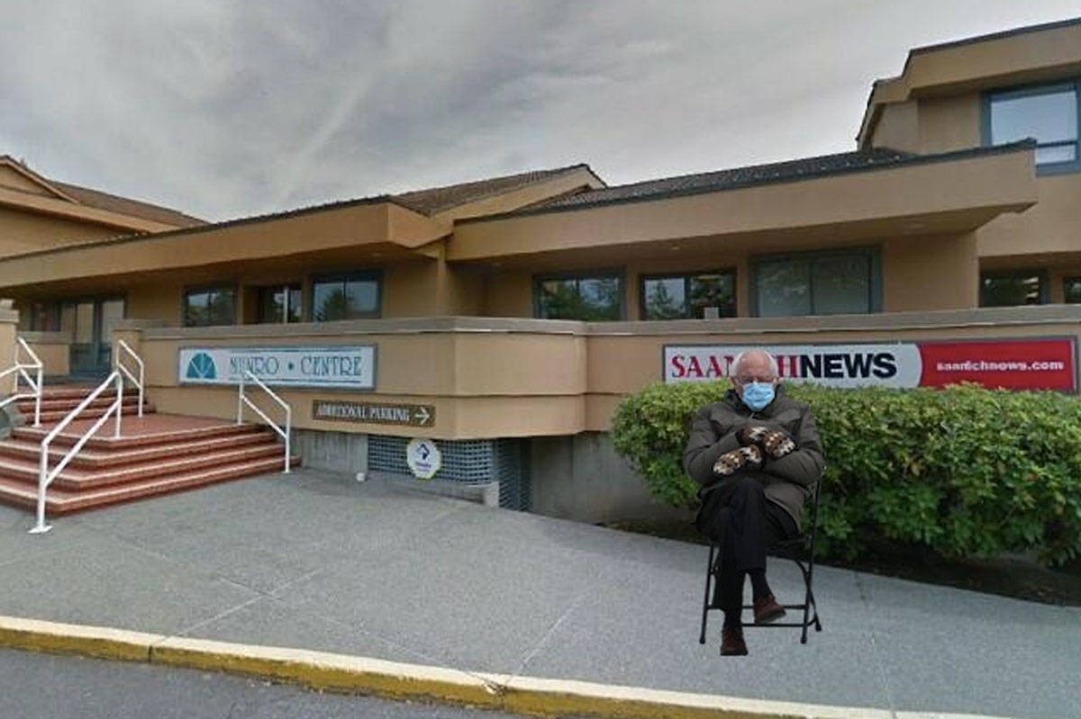 U.S. Senator Bernie Sanders checks out the Saanich News office in the District of Saanich. (Bernie Sits website)