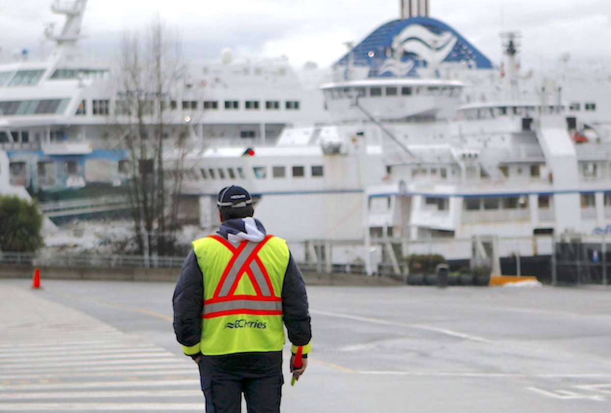 Worker at Swartz Bay terminal on Monday, January 20, 2020. (THE CANADIAN PRESS/Chad Hipolito)
