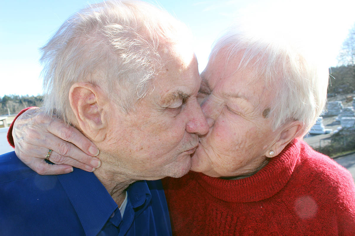 Longtime Chemainus couple Ejlif and Anna Mose seal their love with a kiss. (Photo by Don Bodger)