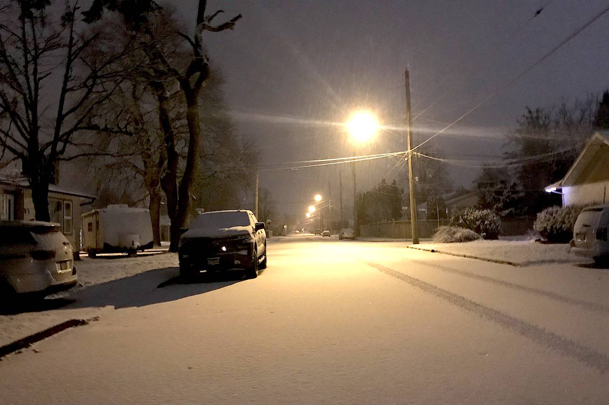 Snow falling steadily across the Fraser Valley and Lower Mainland since pre-dawn as forecast calls for winter storm and snow on Feb. 15, 2021. (Jennifer Feinberg/ The Chilliwack Progress)