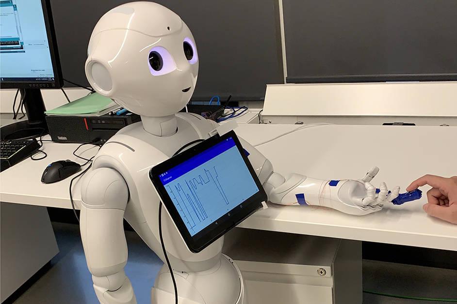 The humanoid sensing robot has a 3D printed finger cap that measures oxygen levels. (Dr. Woo Soo Kim)