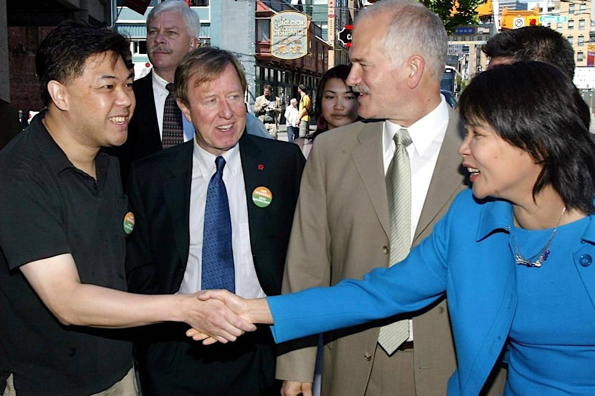 Former MP Ian Waddell (second from left) accompanies then-federal NDP Leader Jack Layton (second from right) during a campaign stop in Vancouver in May 2004. (The Canadian Press)