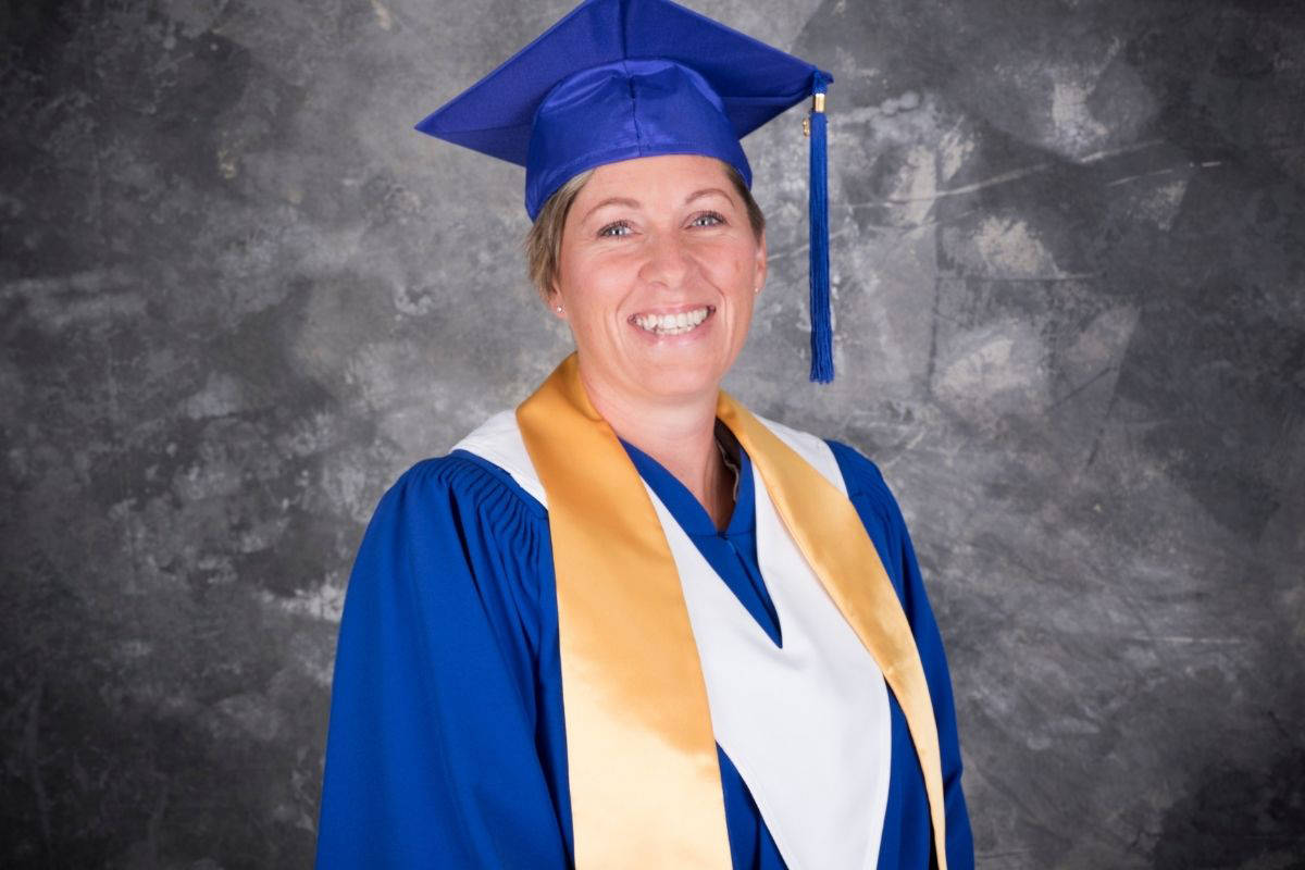 With amazing grades, making her family proud and inspiring her kids, Lindsay is on cloud nine!