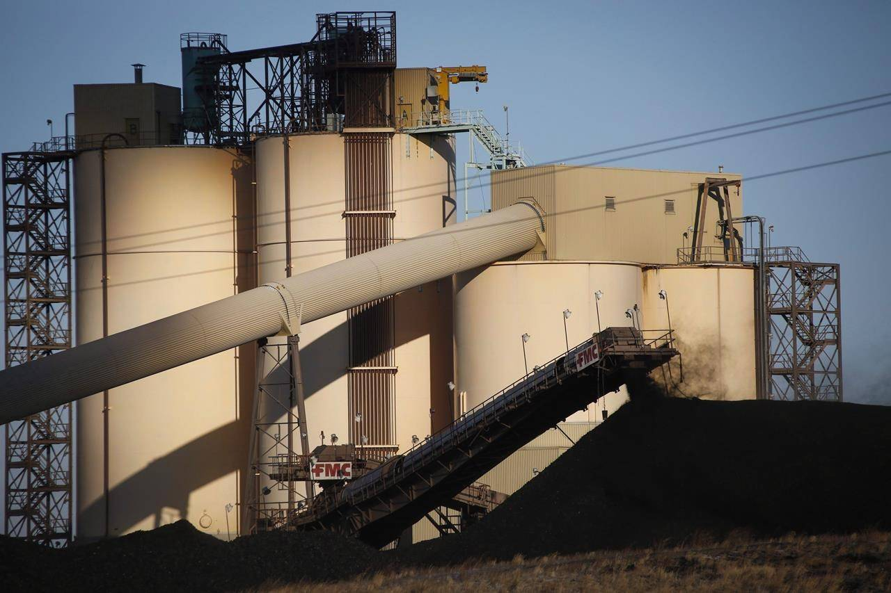 A conveyor belt transports coal at the Westmoreland Coal Co.'s Sheerness Mine near Hanna, Alta., on Tuesday, Dec. 13, 2016. THE CANADIAN PRESS/Jeff McIntosh