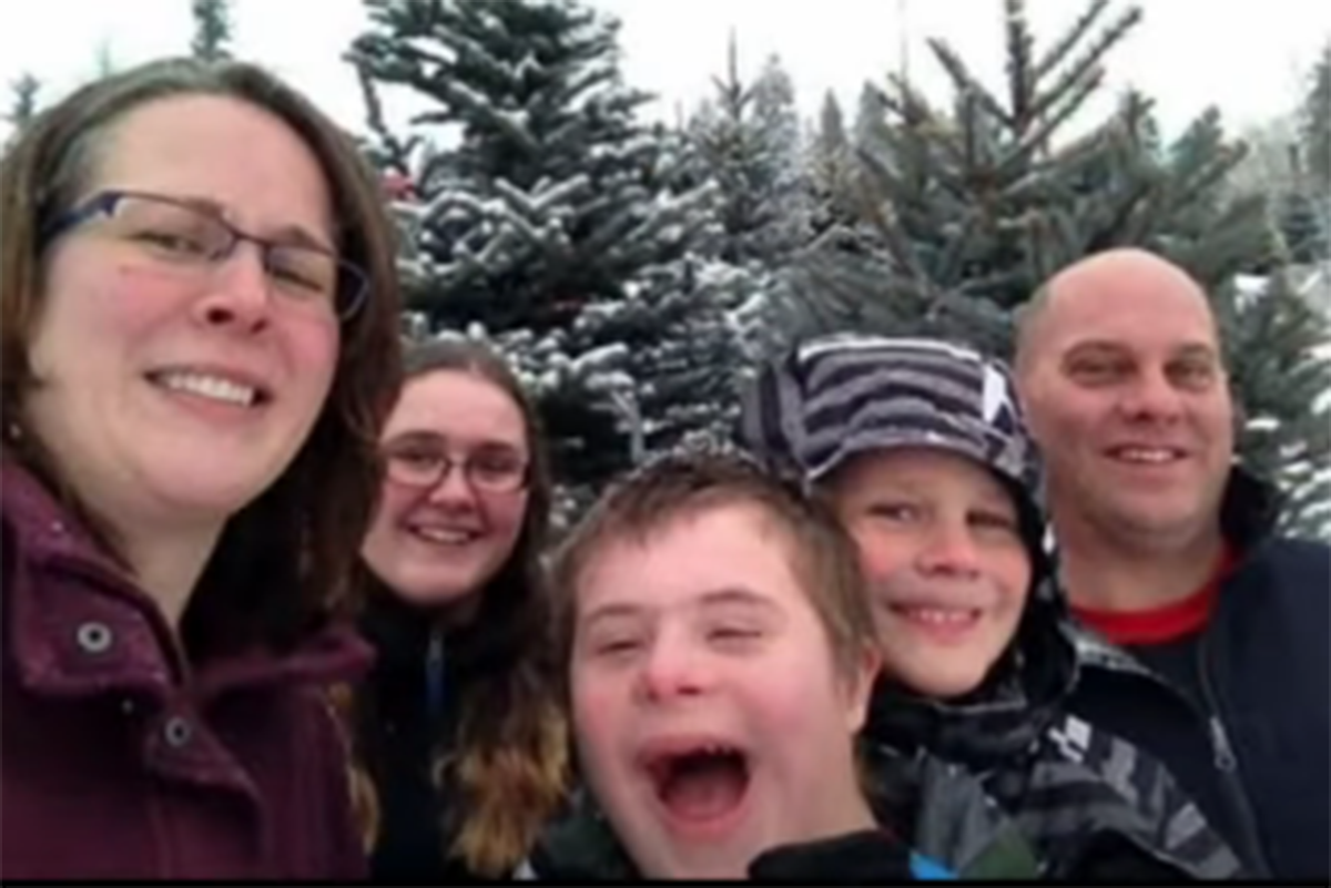 The Thomas family. From l-r: Parker's mom, Krista, sister, Morgan, Parker, brother, Harris and dad, Scott. (YouTube video screenshot)