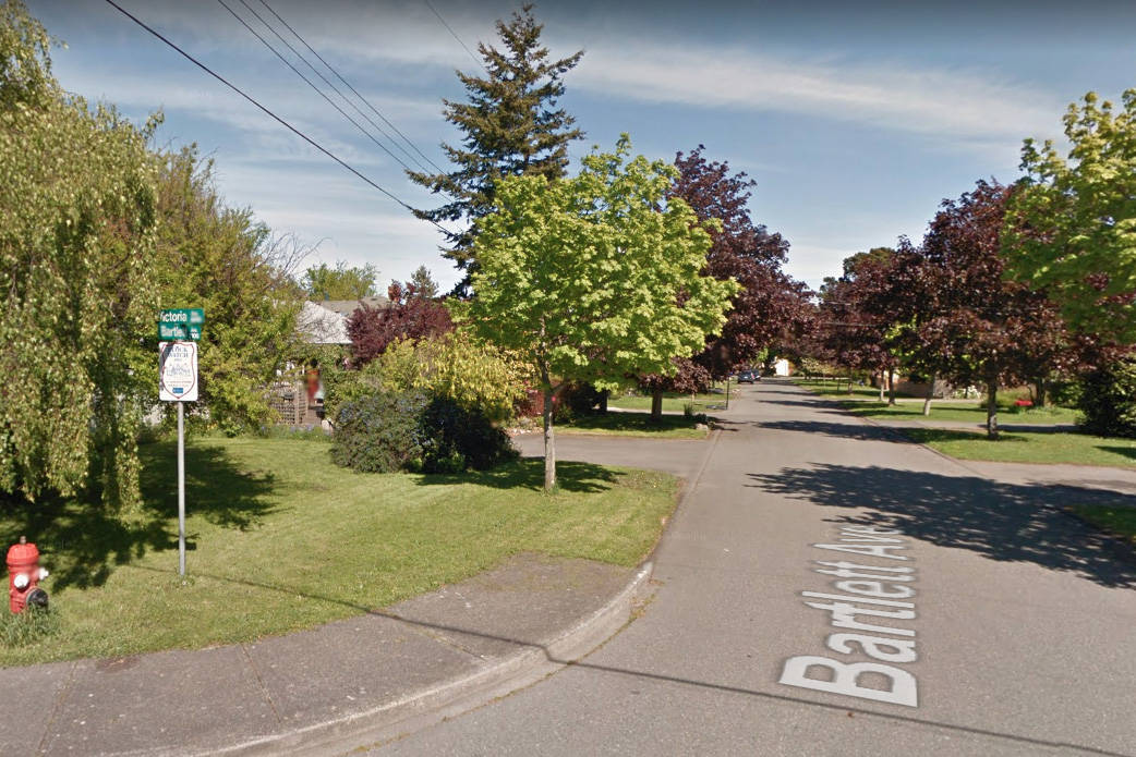 A neighbour thwarted the potential sale of a home in Oak Bay, which was listed without the owner's consent. (Google street view)