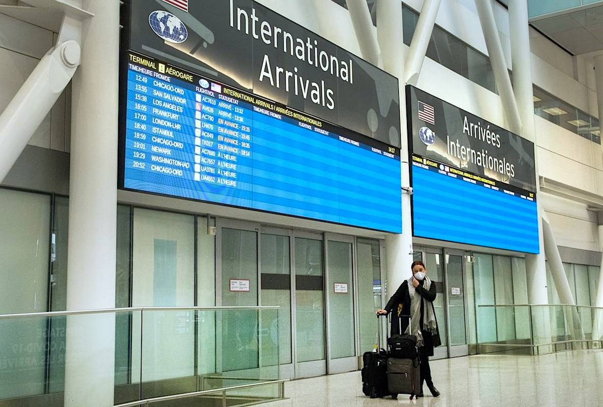 """With the increased spread of COVID-19 variant cases in Canada, the U.S. Centers for Disease Control and Prevention (CDC) continues to warn citizens against """"all travel"""" to the country. (Frank Gunn/CP)"""