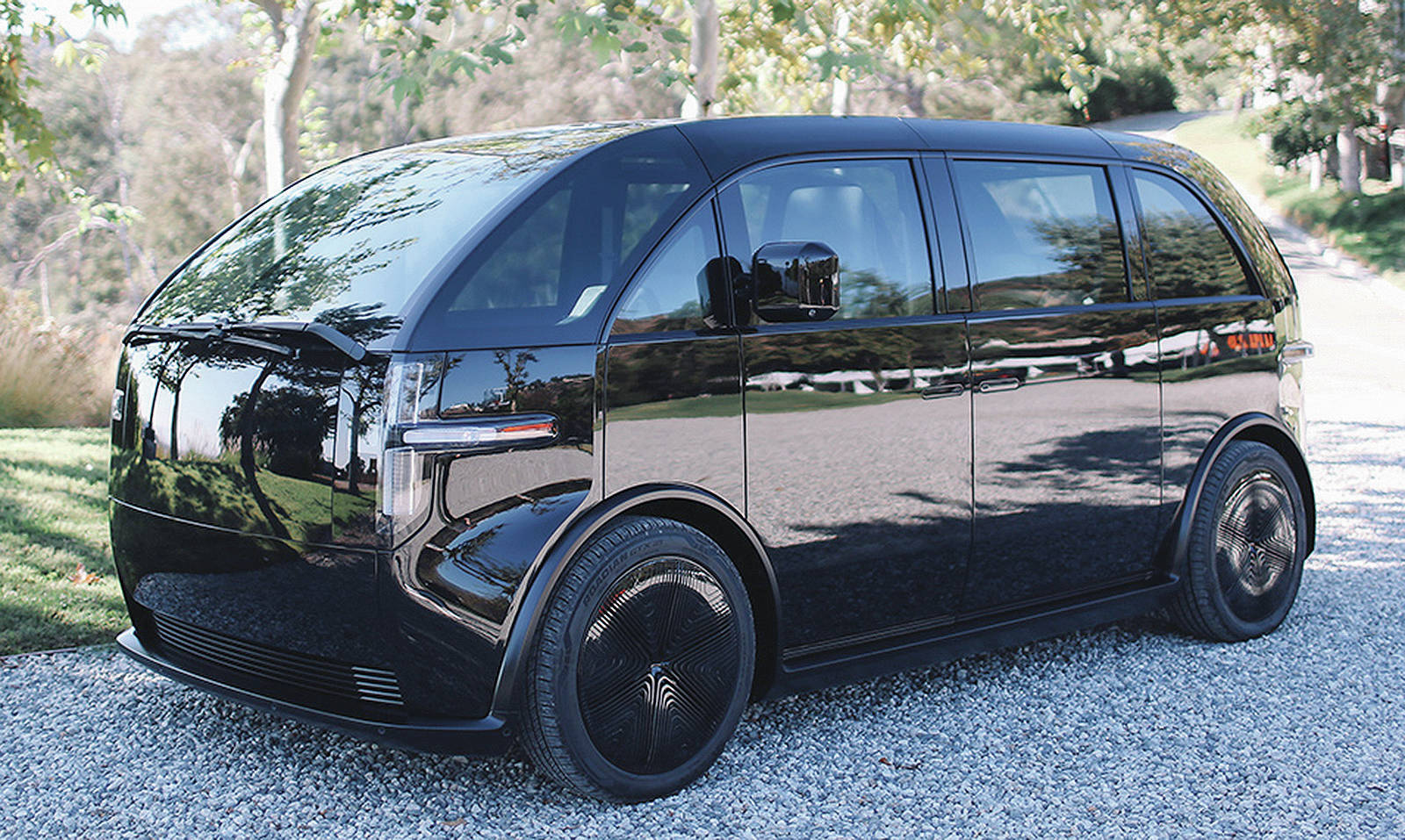 The Canoo minivan is expected to go on sale by late 2021 and with a 250-mile (400-kilometre) maximum range. Note that there are 22 windows. PHOTO: CANOO