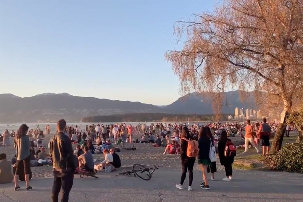 Large gatherings of people at Kitsilano Beach on Saturday, April 17, 2021. (Walter Wells/Twitter)