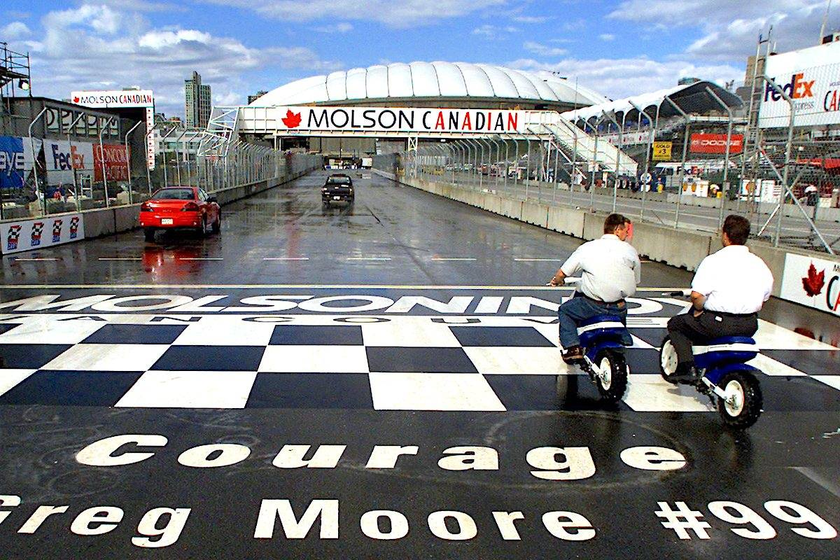 The start/finish line at the Molson Indy in Vancouver on August 31, 2000. (CP/Kevin Frayer)