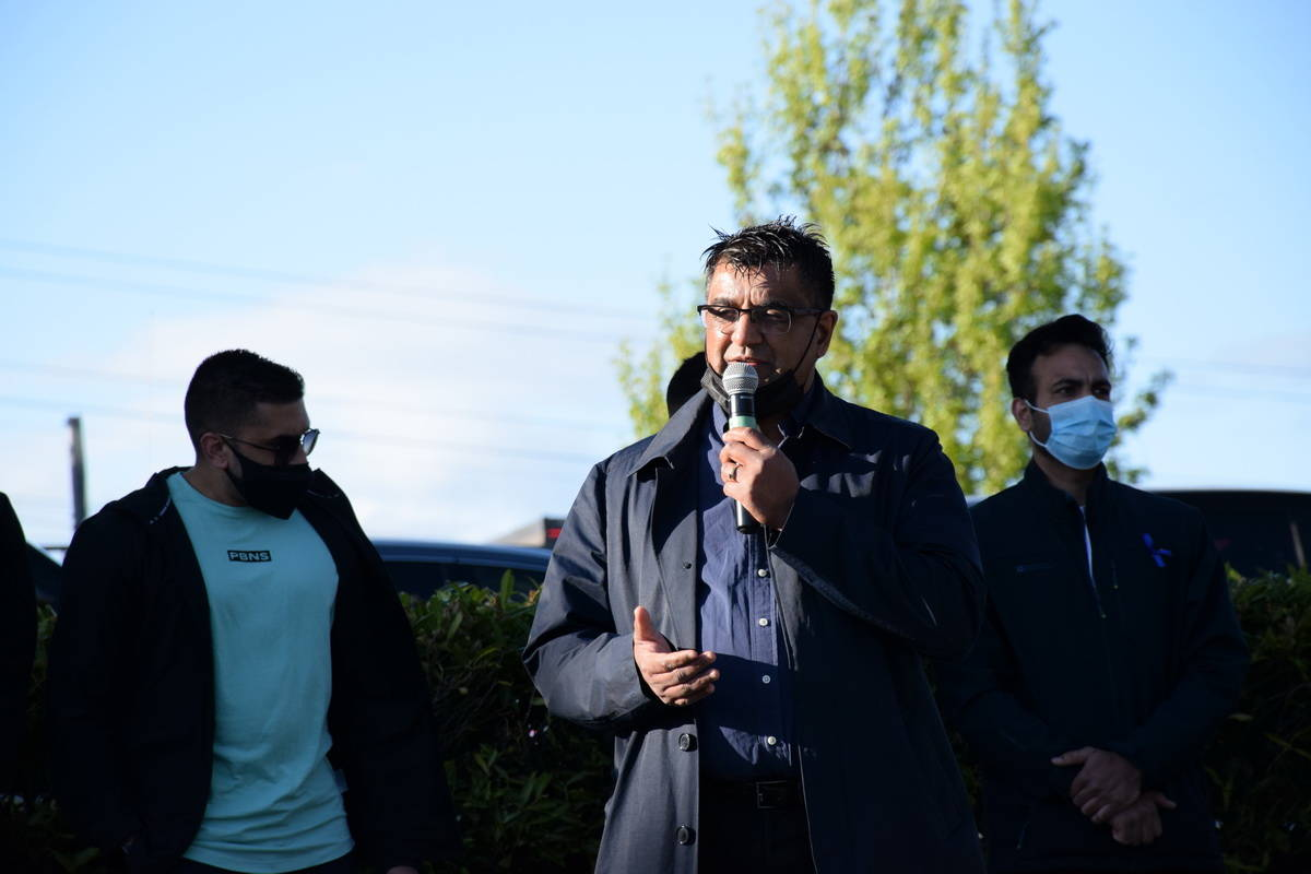 Wake Up Surrey organizer Sukhi Sandhu address the crowd gathered at a candlelight vigil Friday evening (May 7) to remember 29-year-old corrections officer Bikramdeep Randhawa, who was killed in last weekend's brazen daylight shooting outside North Delta's Scottsdale Centre mall. (James Smith photo)