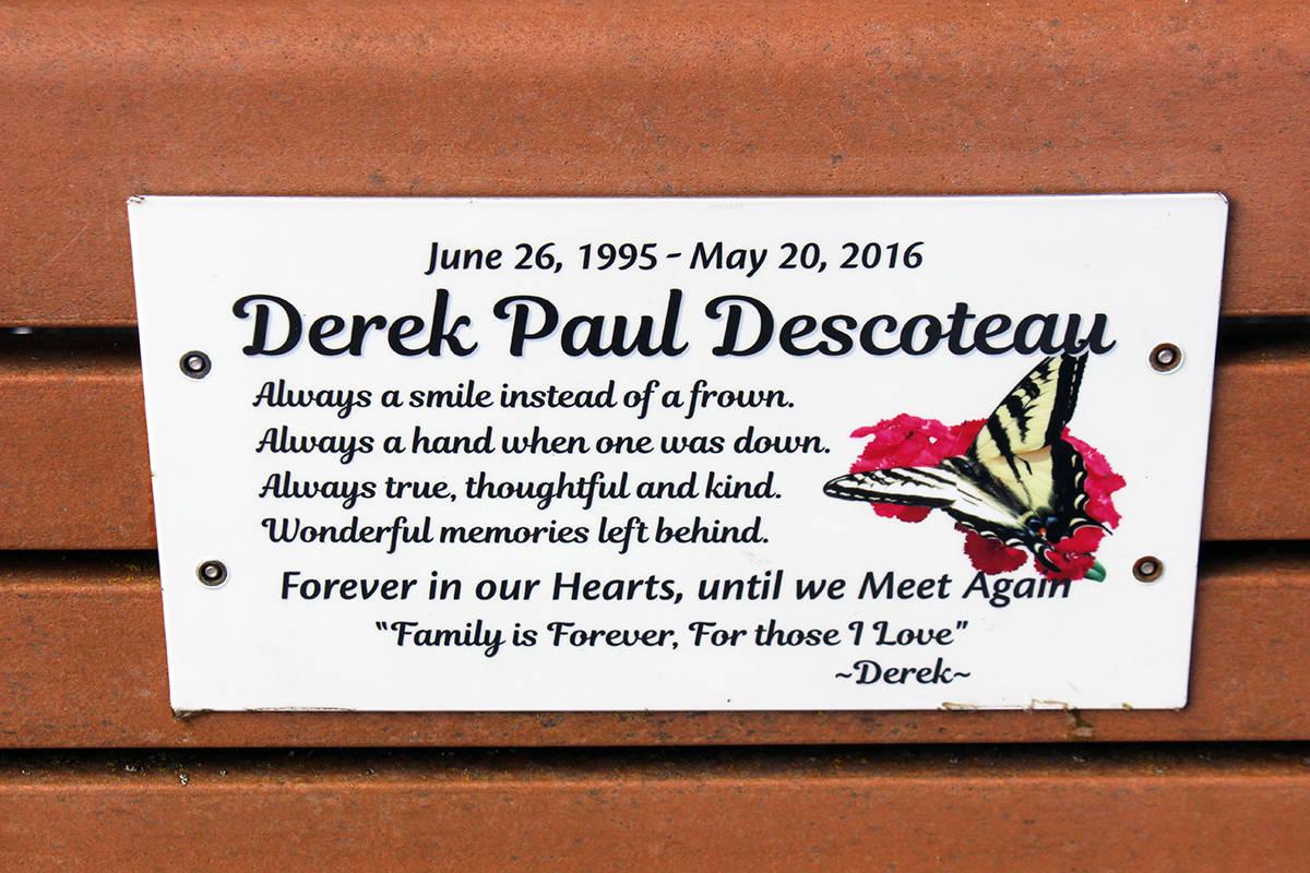 The plaque on Derek Descoteau's memorial bench on the Crofton seawalk. (Photo by Don Bodger)