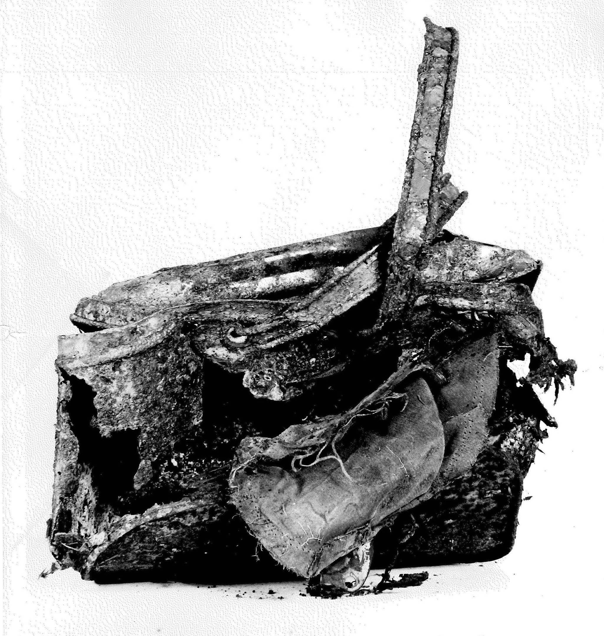 A picnic basket, among other evidence, found at the Stanley Park crime scene in 1953. (Vancouver Police Department)