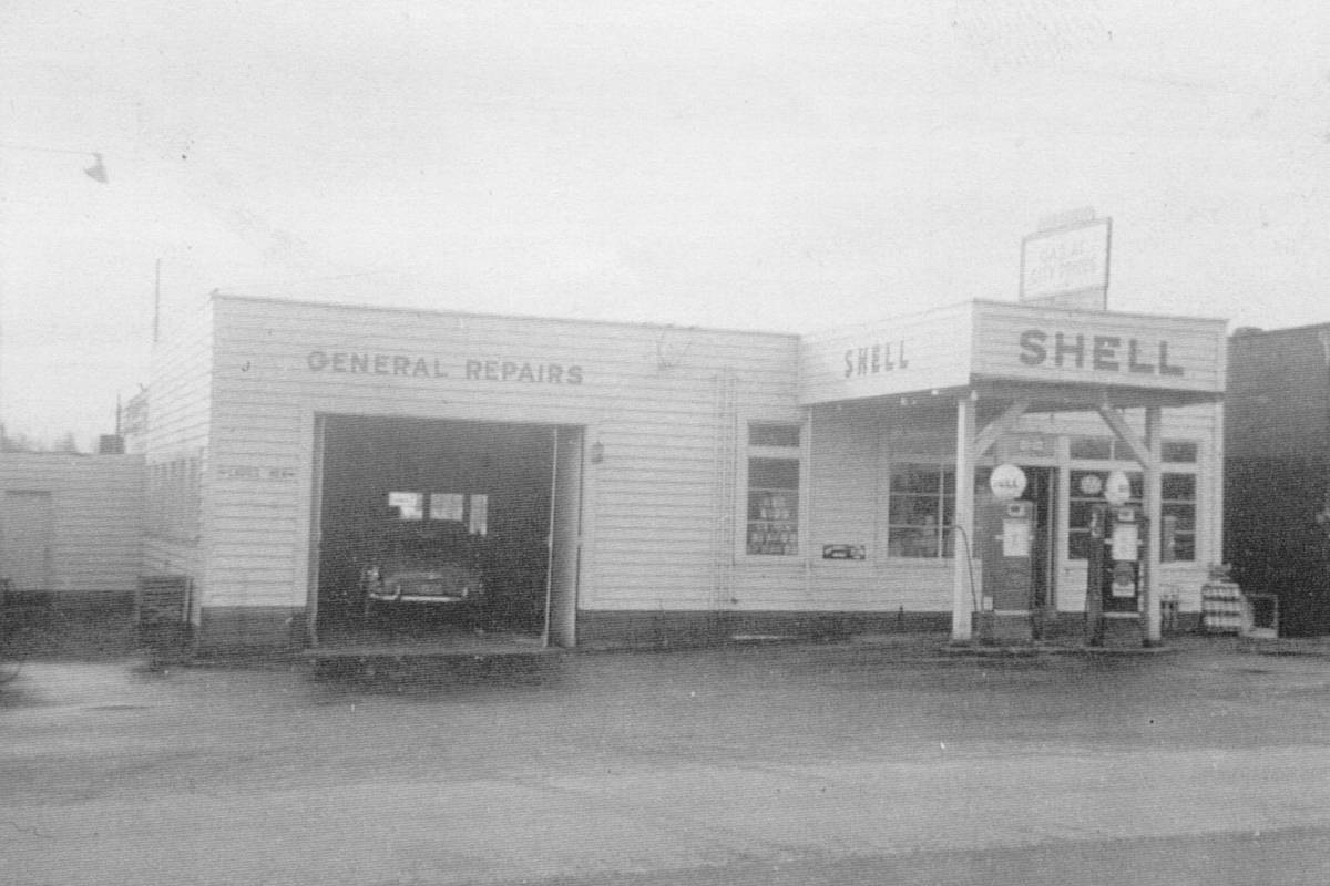 Fred Dams Aldergrove Shell Service station in 1952. (Special to The Star)