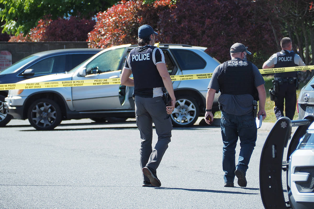 RCMP on scene at Rock City Plaza after a fatal shooting Thursday, May 20. (Chris Bush/News Bulletin)