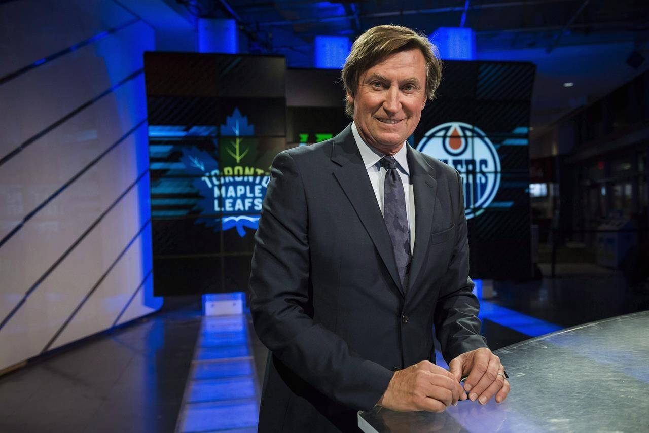 Former Edmonton Oilers great Wayne Gretzky poses for a photograph in Toronto on December 10, 2017. THE CANADIAN PRESS/Christopher Katsarov