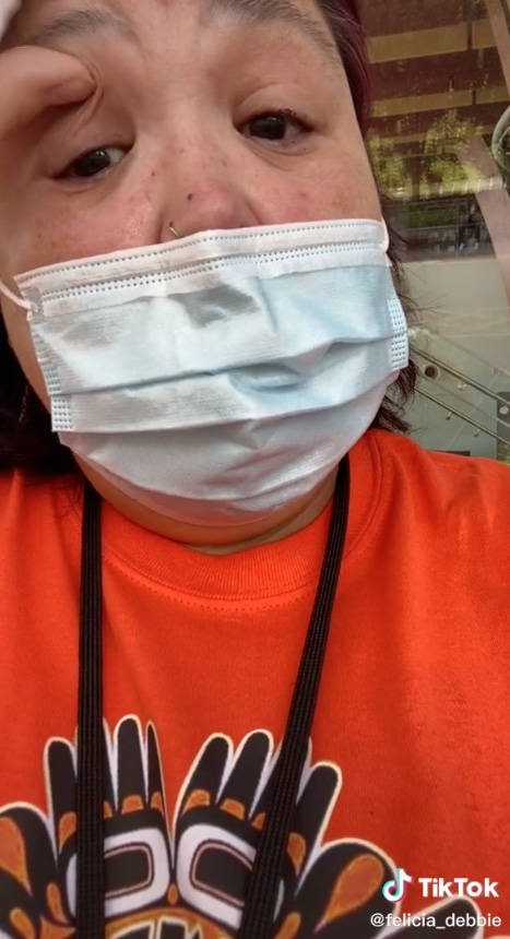 In a video posted to TikTok on Monday (May 31), a worker at Surrey Memorial Hospital said she was told to change out of her orange shirt that she wore in honour of the 215 Indigenous children whose remains were recently discovered at a former residential school site in Kamloops. (Photo: Felicia Debbie/TikTok)